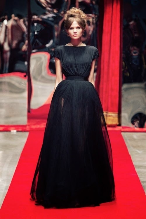 Висока мода міцно оселилася на берегах туманного Альбіону. Модне шоу з  найдорожчими моделями світу і знаменитостями - не рідкість для Лондона. В  одному з ... 7d29c7584e366