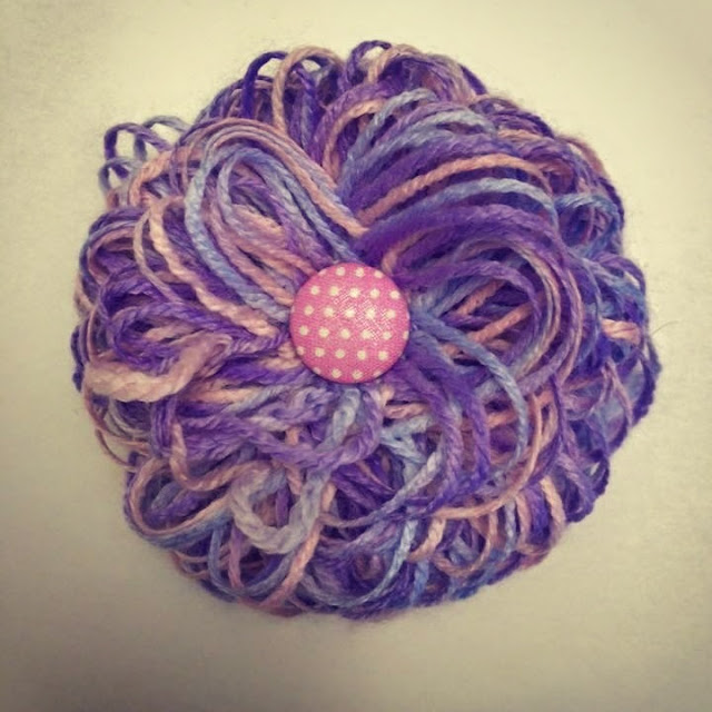 Tuchnadel mit Blume aus Fallmaschen - Ideenpiratin