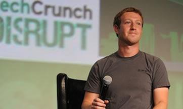 NUEVA YORK — Es increíble lo que puede ocurrir en seis cortos meses. Para Facebook, ha sido una montaña rusa, con un muy esperado debut bursátil descarrilado por una precipitada caída accionaria que pocos vieron venir. Ahora,las acciones de la red social valen casi la mitad de lo que valían en mayo pasado. Así que cuando Mark Zuckerberg tomó el micrófono ayer en la conferencia TechCrunch Disrupt -su primera aparición desde que Facebook salió a Bolsa- había numerosas preguntas en el aire a la espera de que él las respondiera sobre el pasado, presente y futuro de una red social