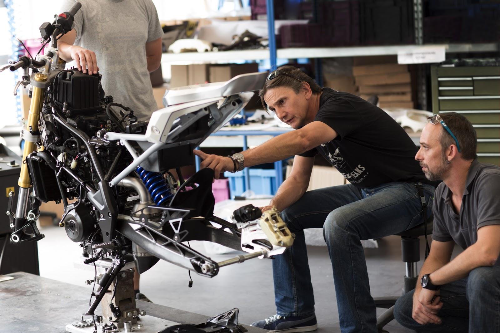 http://2.bp.blogspot.com/-HBeAF_hFxr4/VhXta4j9zvI/AAAAAAAABFY/95KG1NedMmI/s1600/BMW-Concept-Stunt-G-310-images-13.jpg