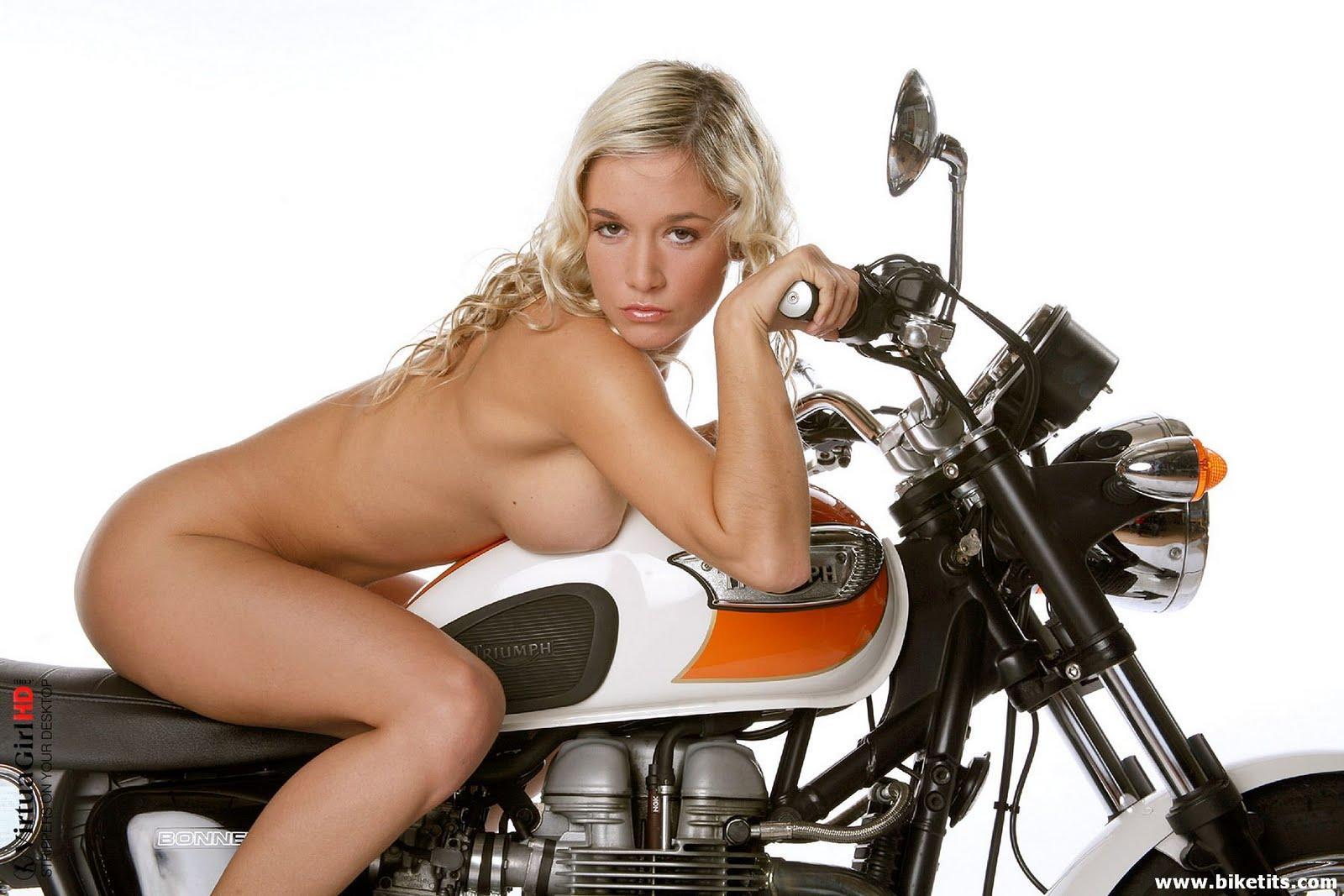 Mulheres nua em moto, gostosa nua de moto, babes on bike with naked,gostosa de moto, woman motorcycle naked, woman nude on bike, sexy on bike