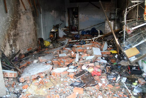 Nổ đại lý gas, 3 người kêu cứu trong căn nhà sập