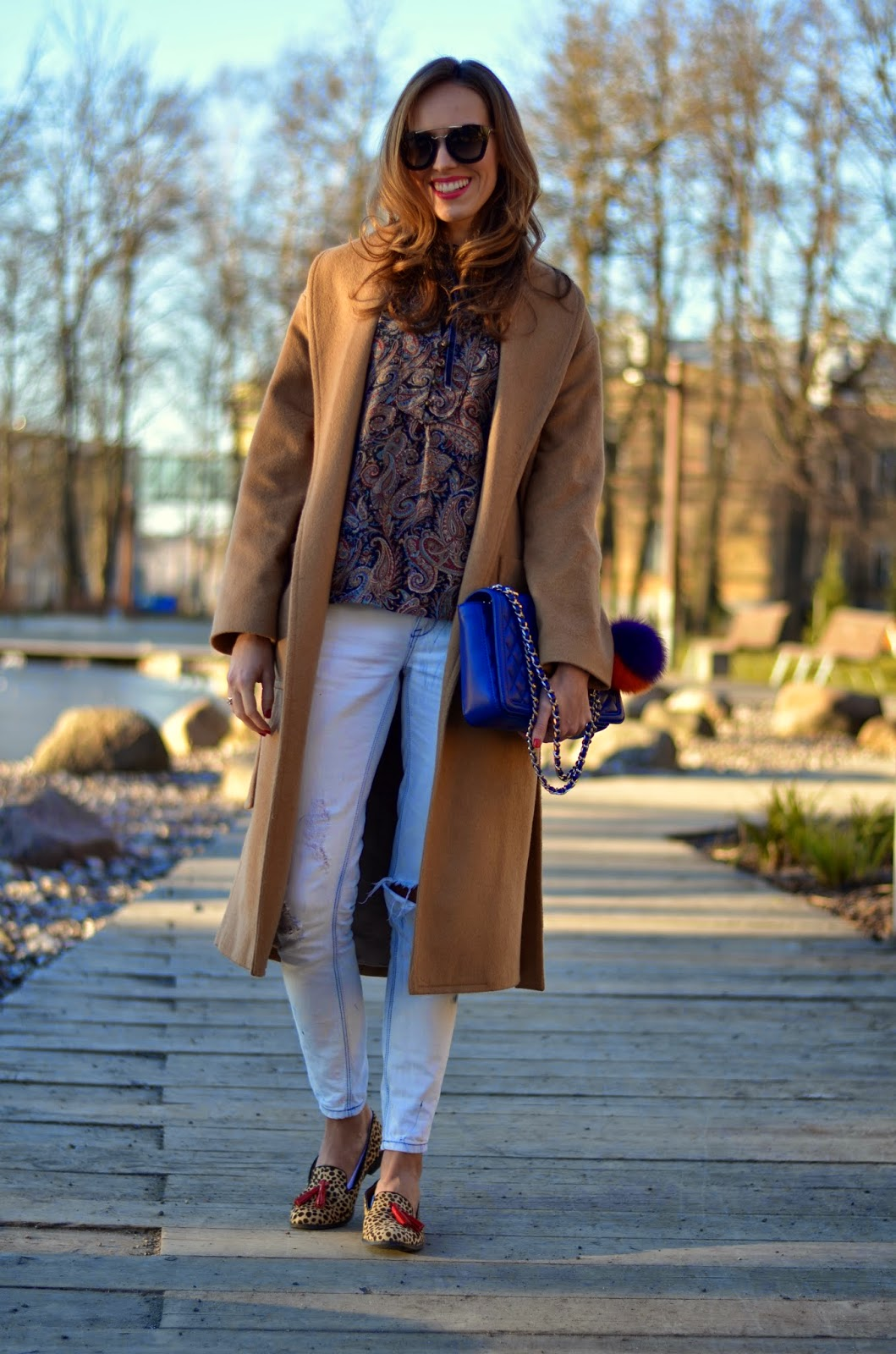 spring outfit camel coat white jeans kristjaana mere