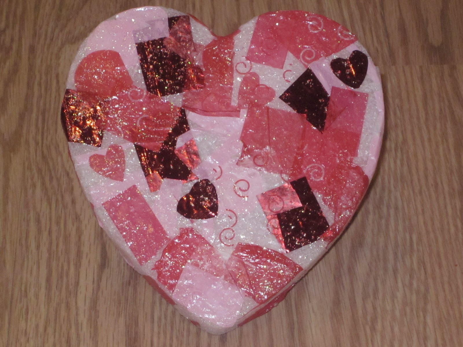 Preschool crafts for kids valentine 39 s day stand up heart for Valentines crafts for kindergarten