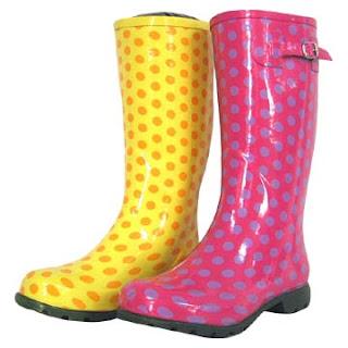 Giày bốt cao su, người bạn trong những ngày mưa