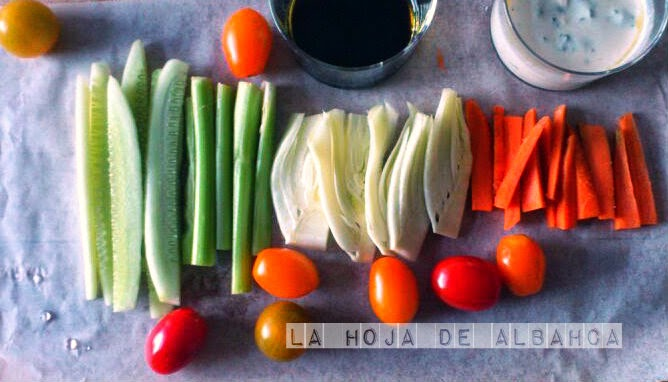 crudités, verduras, vinagrette, salsa de yogur griego, vinagre de modena