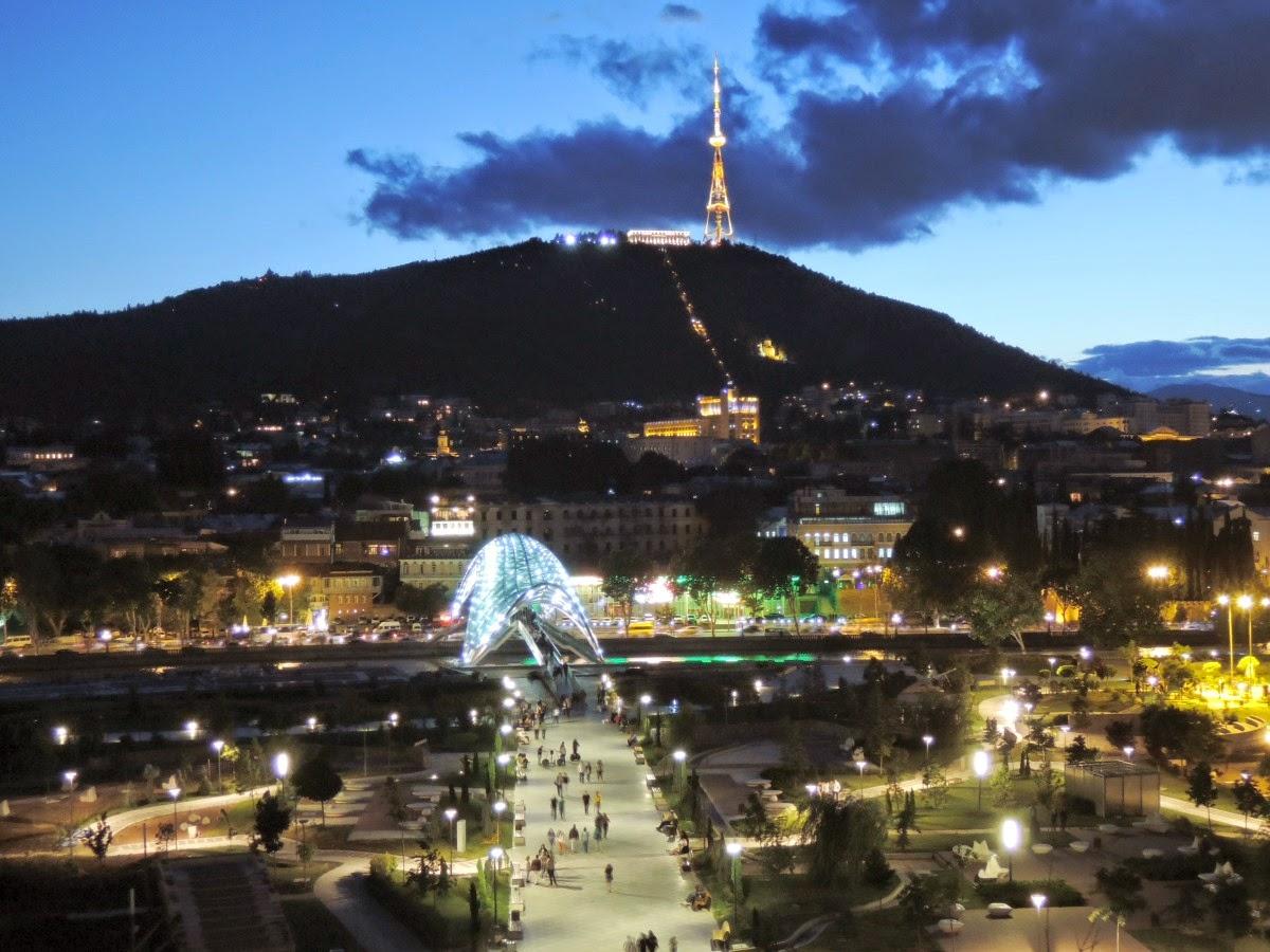 В Тбилиси ночью