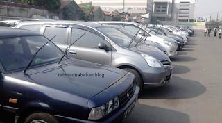 Manfaat 'Berdirikan' Wiper Saat Parkir di Tempat Panas