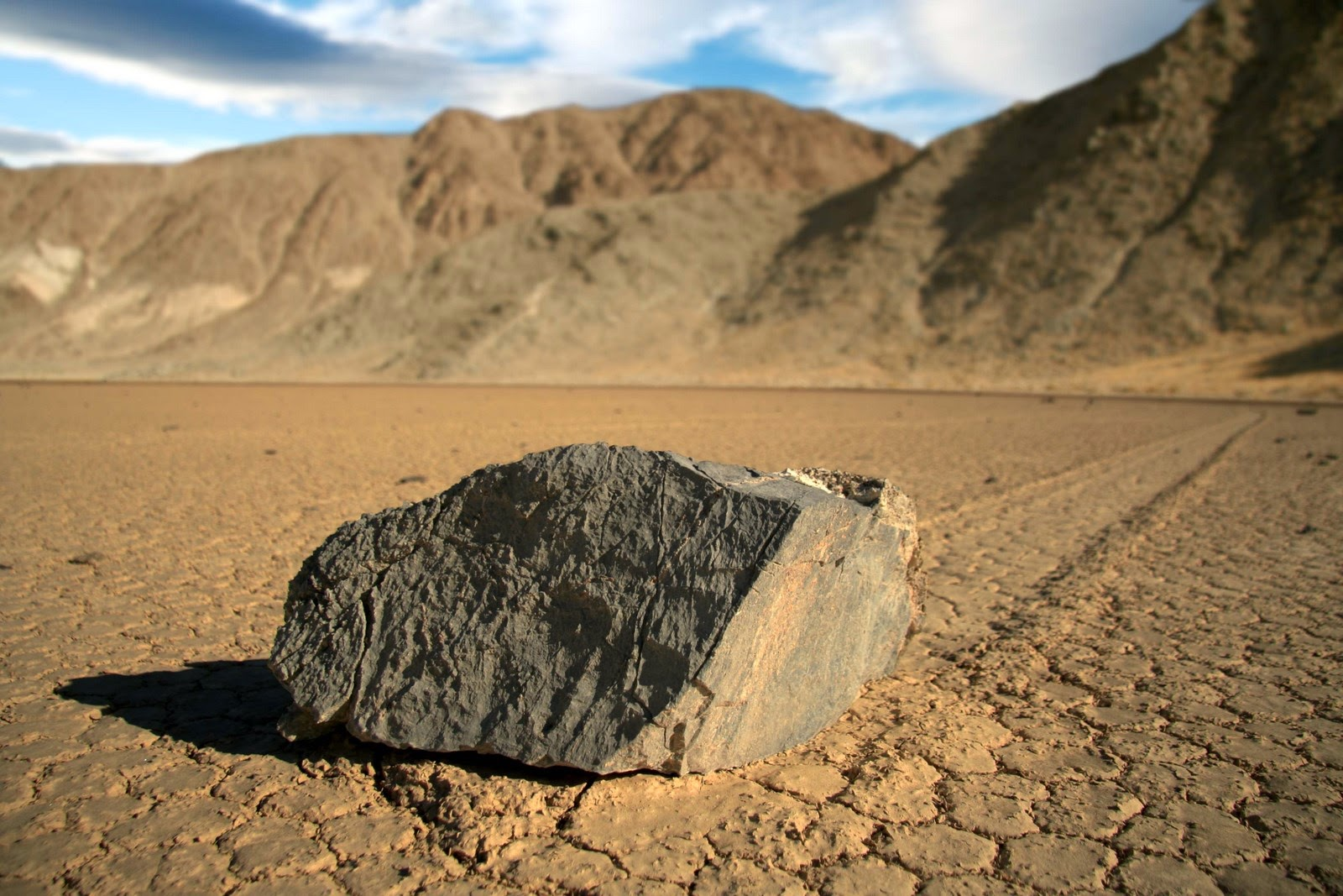 batu bergerak death valley