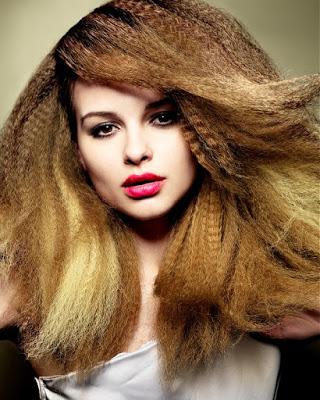 otra opcin es llevar el volumen en las puntas efecto que se consigue con la ayuda de una plancha de pelo y tenacillas - Peinados Con Tenacillas