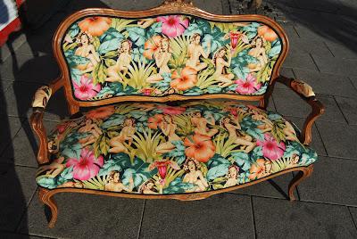 La tapicera sofa luis xv tapizado con tela de pin ups - Tela tapizado sofa ...