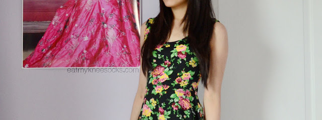 Though simple, Milanoo's sleeveless floral skater dress is comfortable, versatile, and stylish.