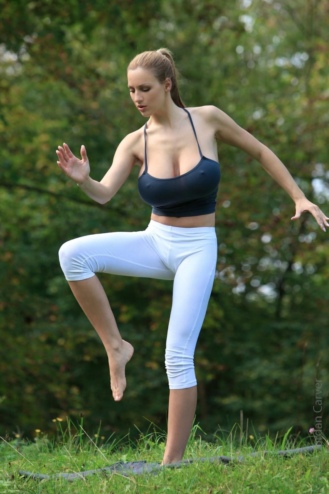 http://2.bp.blogspot.com/-HD-1CEE1DP4/T0OGCKJOFmI/AAAAAAAADbE/TPEXaZ_AcMo/s1600/Jordan-Carver-Yoga-36.jpg