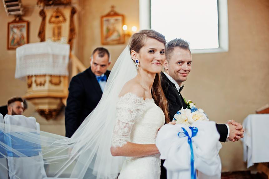 Niebieski sutasz ślubny