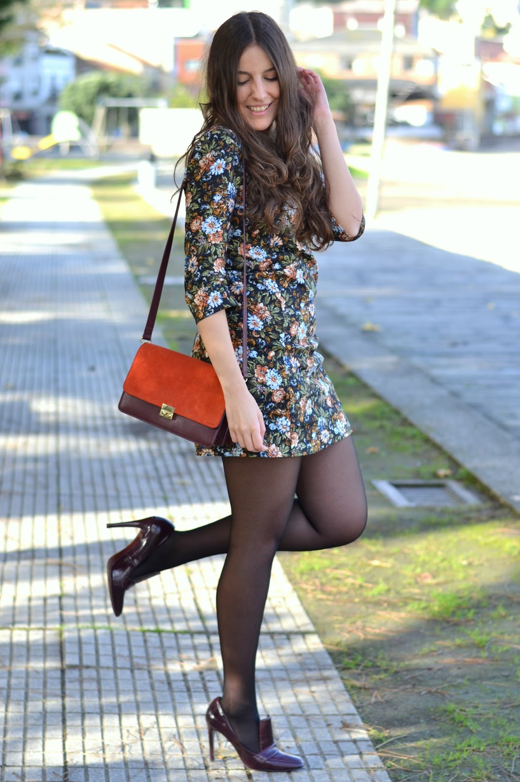 floral print, dress, zara, burgundy, heels