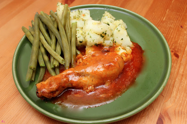 Romanian style chicken legs with green beans and nature potatoes