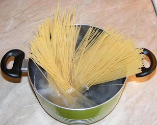 retete cu spaghete, preparare spaghete, spaghete fierte, retete culinare, spaghete, paste fainoase,