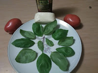 Ingredients: Basil leaves up and down and cheese, tomatoes and oil