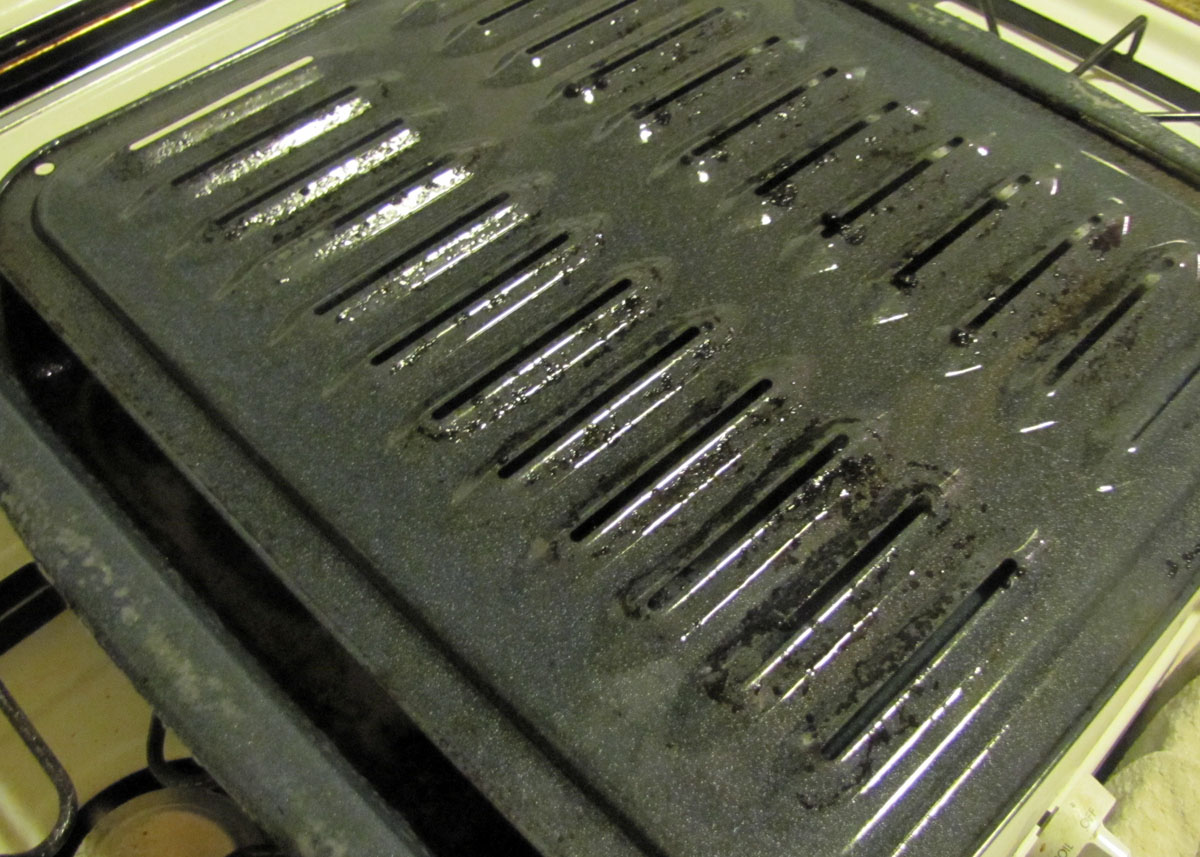 how to clean broiler pan