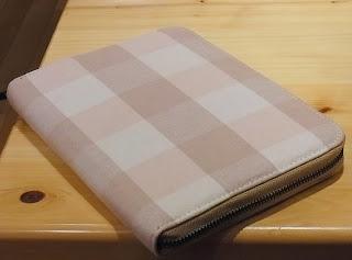 無印のスケジュールカバー(ファスナーポケット付き手帳カバー)買いました。綿スケジュールカバーA5サイズ・ピンク 1330円です。