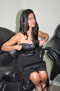 Ileana Hot In Short Skirt