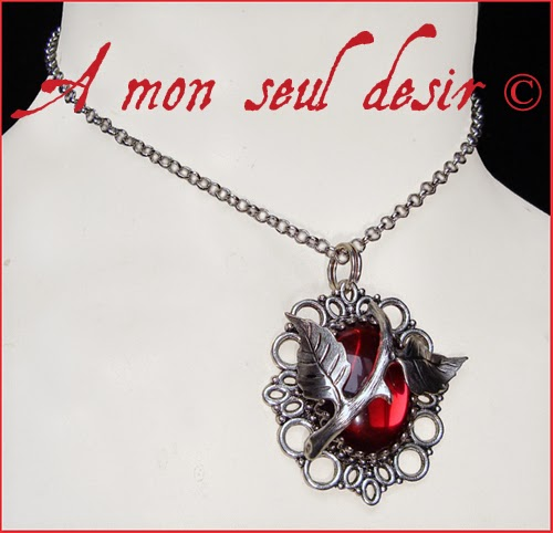 collier rouge bordeaux elfique floral végétal épine rosier aubépine églantine bijouterie