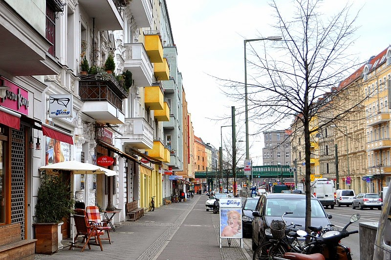 Style in your city yellow balconies berlin, street style