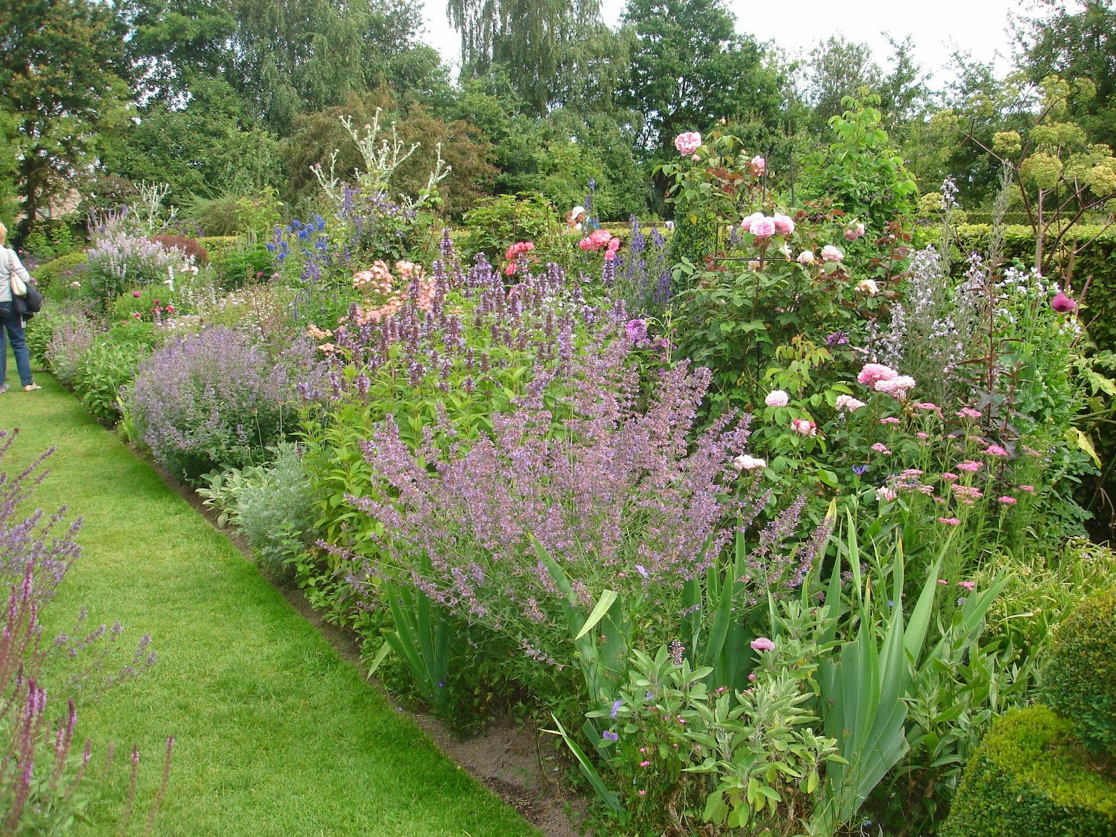 Passionn ment jardin visite de jardins avec le cercle for Jardin anglais mixed border