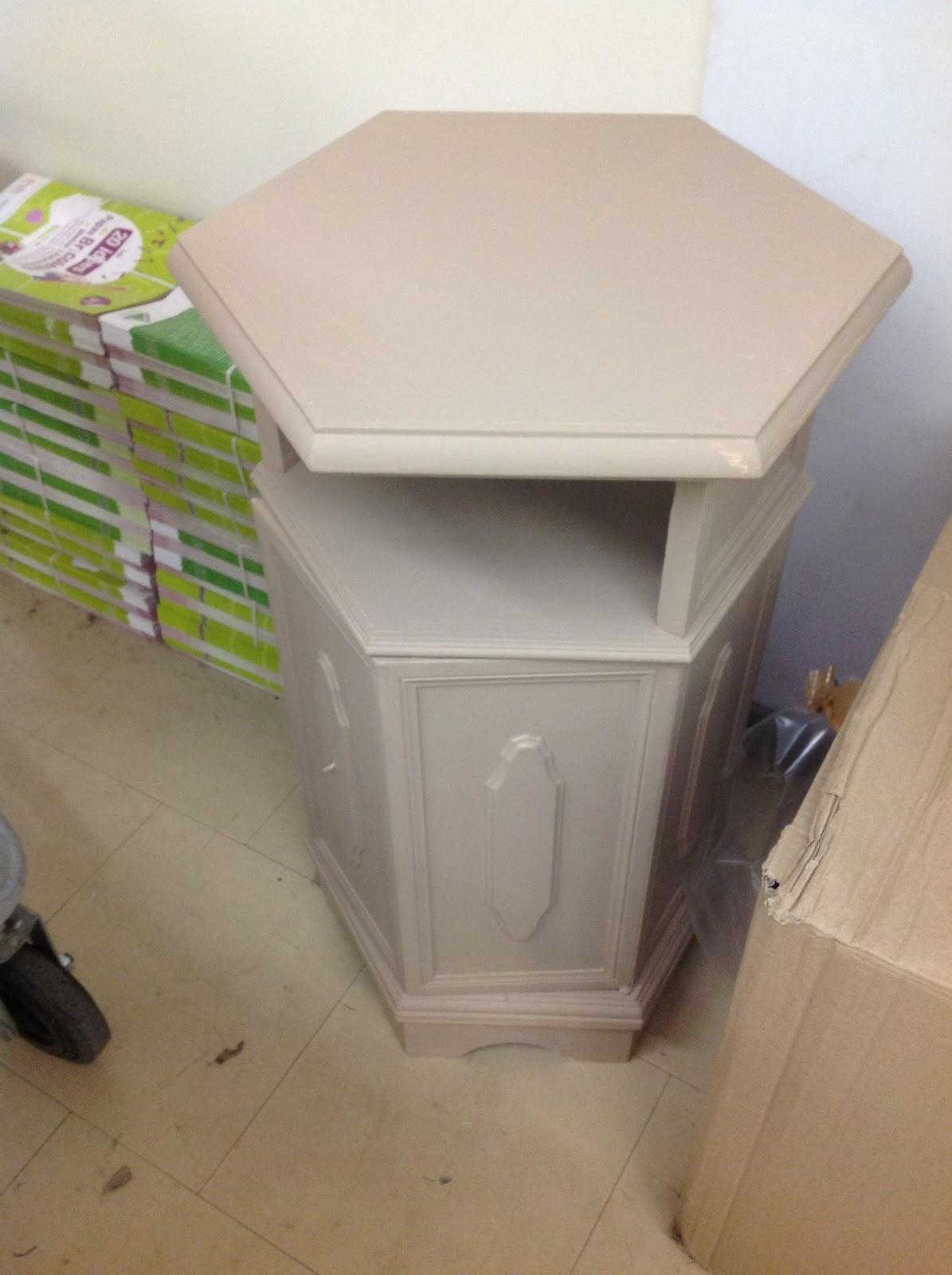 Peinture sur meuble patine et effet blanchi cours de - Peinture effet blanchi ...