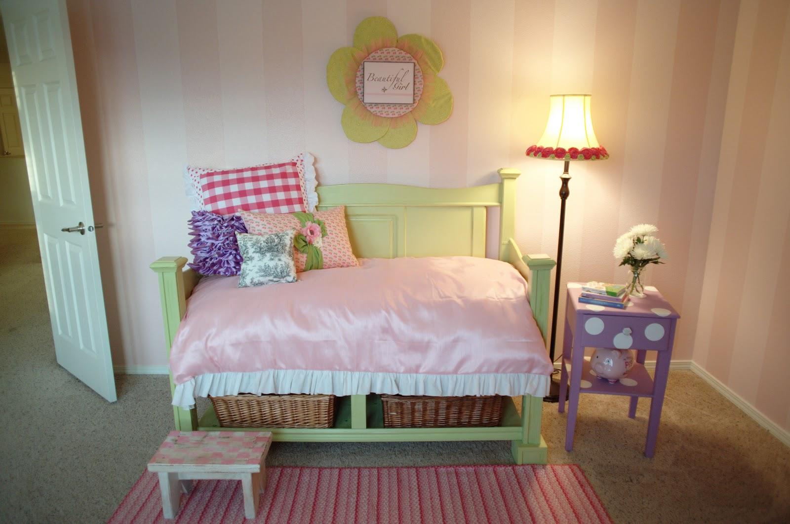just between friends toddler bed tutorial. Black Bedroom Furniture Sets. Home Design Ideas