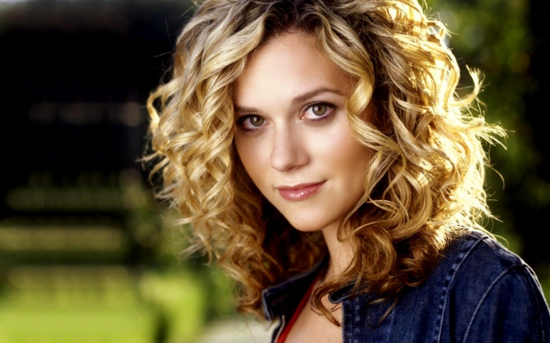 Hilarie Burton (Wallpaper 1)