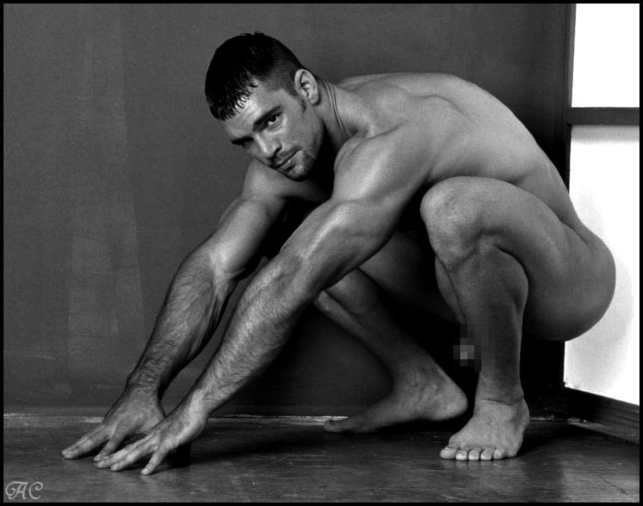 Modelo masculino desnudo tampa