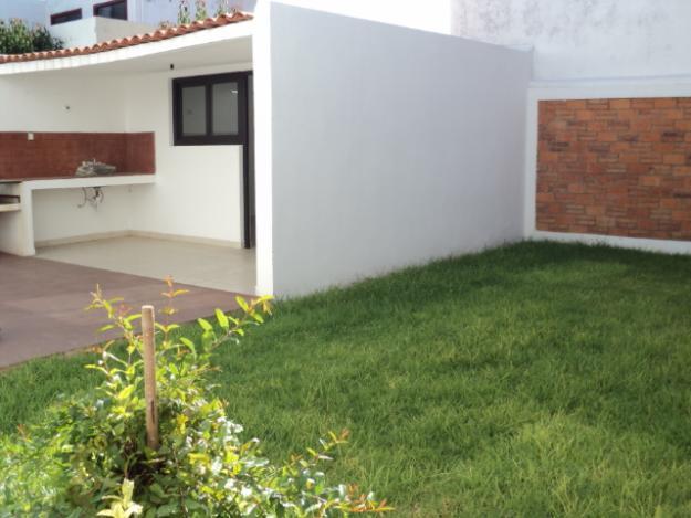Decoraci n minimalista y contempor nea decoraci n de for Disenos de patios traseros