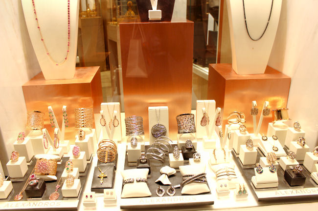 Oia at night (Santorini). Jewelry (jewellery) shops in Oia. Best shopping in Santorini. Jewelry (jewellery) shops in Santorini.