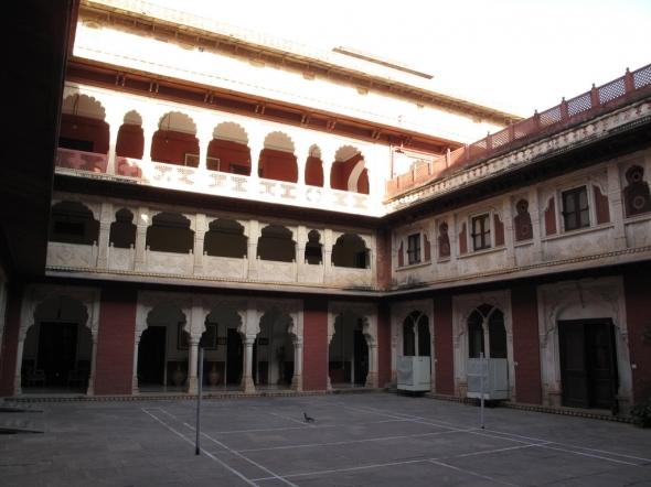 http://2.bp.blogspot.com/-HF1UVAw8T88/USeaYyqpaaI/AAAAAAAAAAA/-WZLW71lYy8/s1600/Brij-Raj-Bhavan-Palace-in-Kota-Rajasthan.jpg