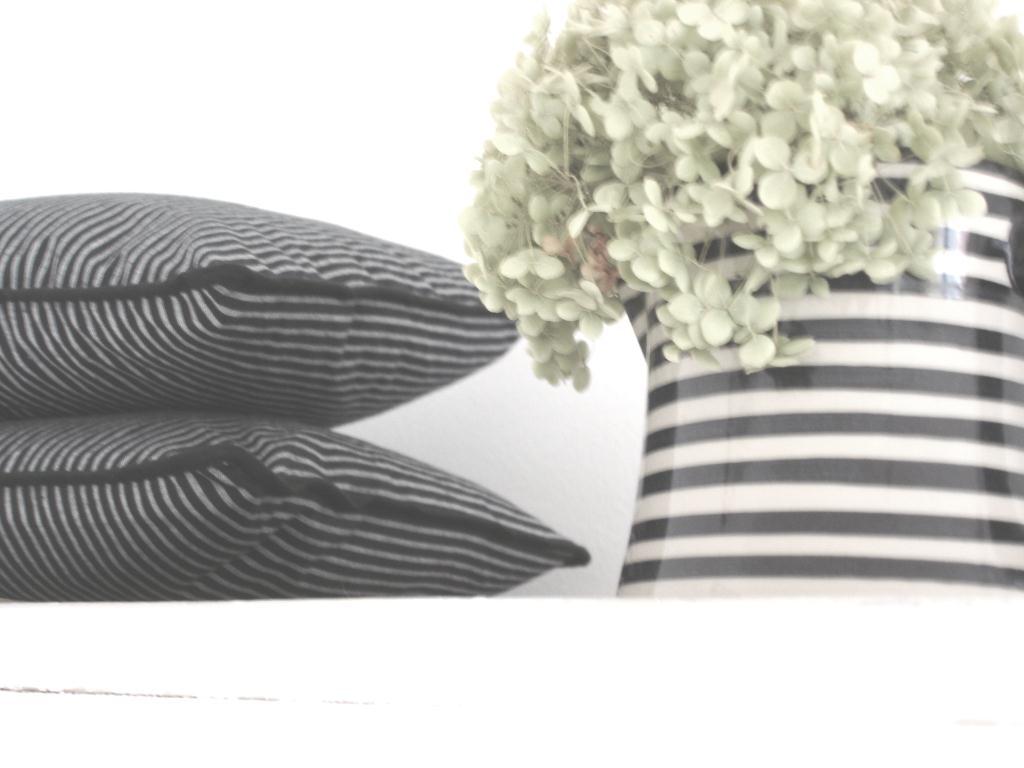 white black. Black Bedroom Furniture Sets. Home Design Ideas