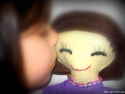 muñeca de fieltro-