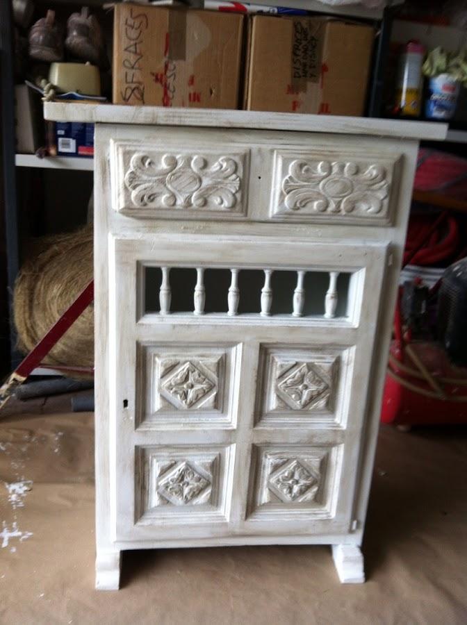 Un mueble castellano anticuado reciclado 39 el bricolaje de for Mueble castellano restaurado