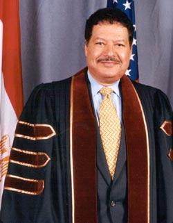 biography ahmed hassan zewail Ahmed hassan zewail (lahir 26 februari 1946 - meninggal 2 agustus 2016 pada umur 70 tahun) adalah seorang ilmuwan sains asal mesir yang telah memenangkan hadiah nobel pada tahun 1999 dalam bidang kimia.