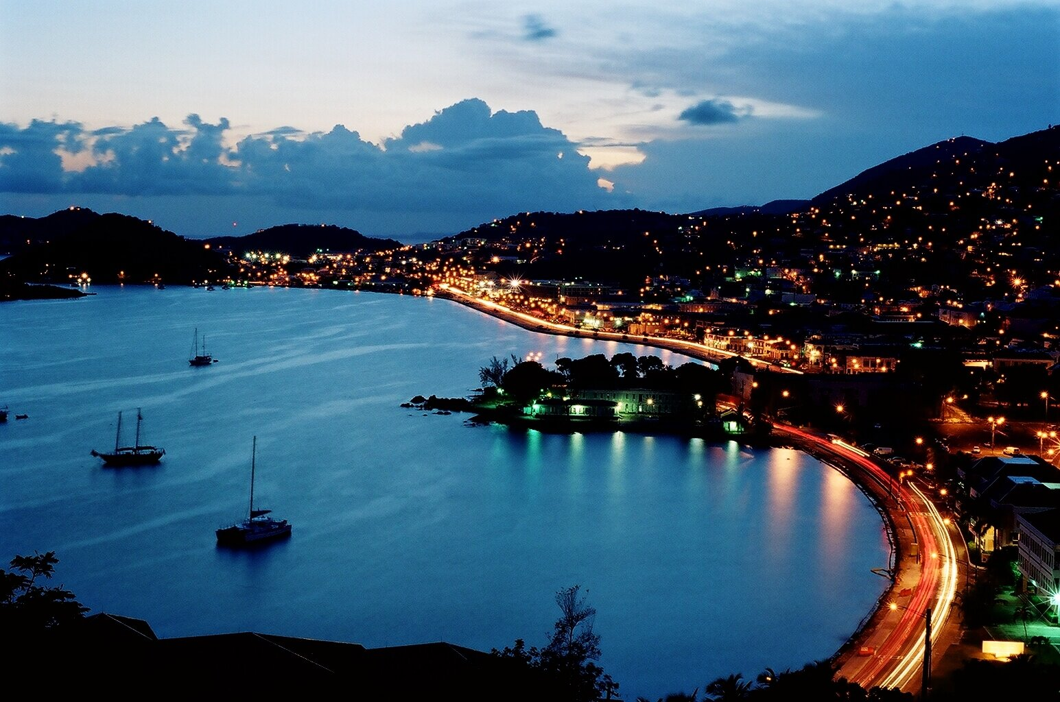 saint thomas A us virgin islands visitors vacation guide to all things st thomas, including local hotels, resorts, vacation rentals, car rentals, real estate, day sailing, scuba diving, boat charters, restaurants, fishing, wedding info and more.
