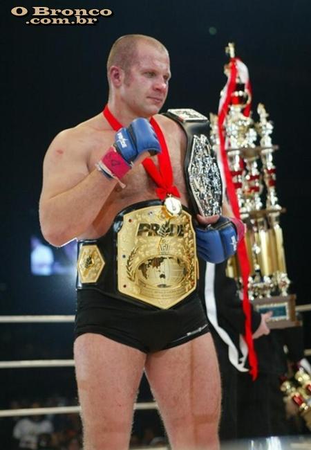 UFC ON FANTASY 67 - FEDOR X SCORPION KISS - 22/07, 11:30 - Página 13 Fedor+emelianenko+e+cinturoes+belts
