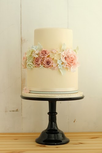 Vintage Wedding Cake Decorations Uk : ADORED VINTAGE: 10 Vintage Inspired Wedding Cakes ...