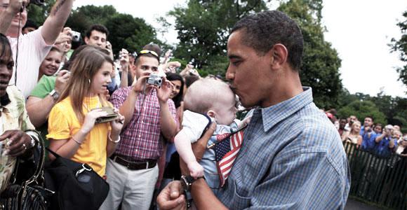 ¿Por qué los políticos besan bebés en público? Ddd