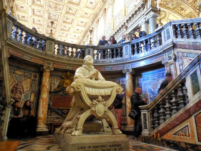 interior de multe ori inchis vizitatorilor