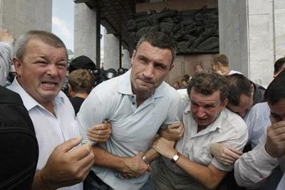 Фото Укринформ:Виталий Кличко (в центре)