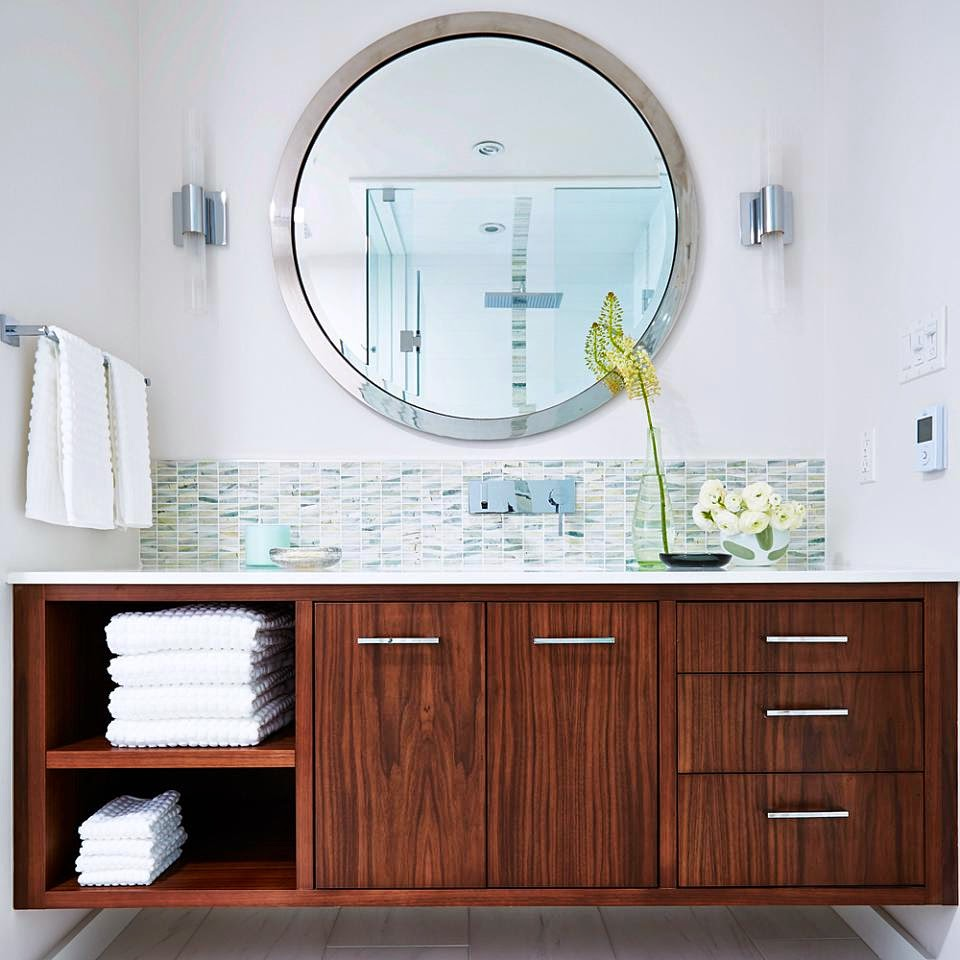 Bathroom plans the easy choices dans le lakehouse - Round mirror over bathroom vanity ...