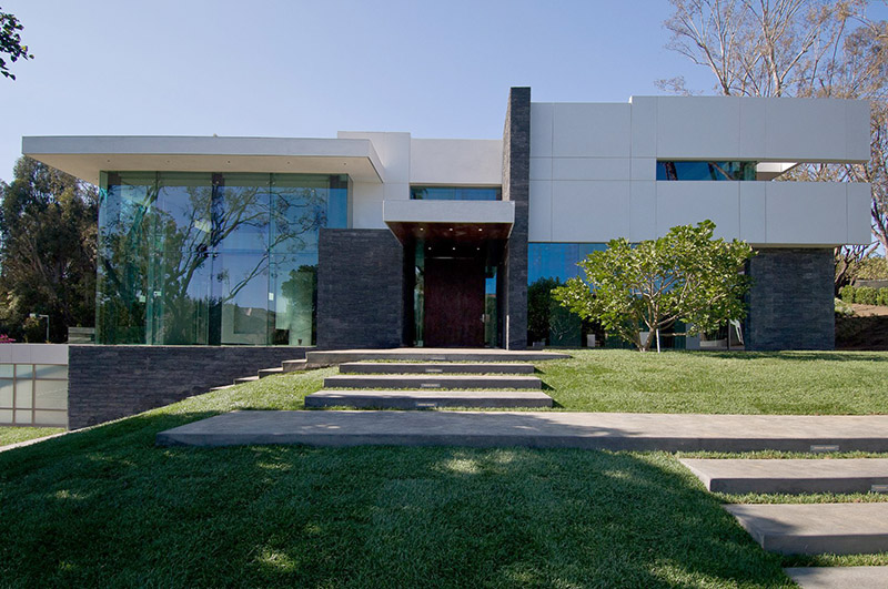 If it 39 s hip it 39 s here archives gorgeous green modern for Modern mansions in beverly hills