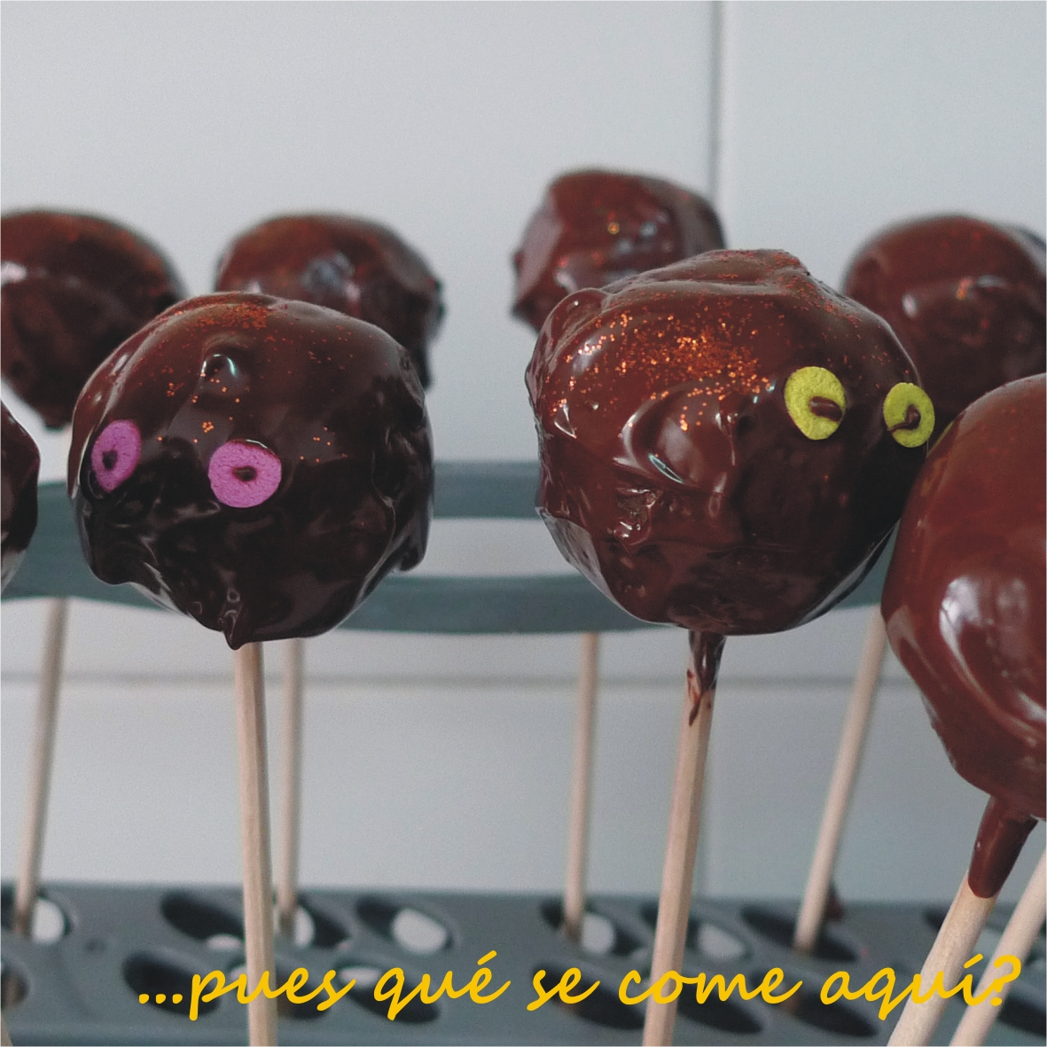 Pues qu se come aqu cake pops bolas de bizcocho y for Cake pops cobertura