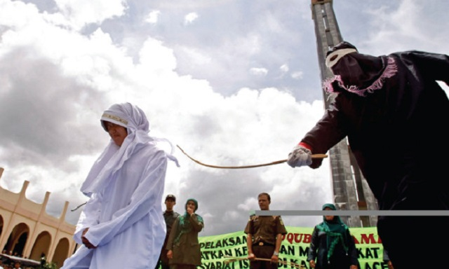 Enam Pesalah Jenayah Syariah Jalani Hukuman di Perkarangan Masjid