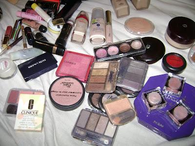 Retrouver une photo de 2007 de ses cosmétiques...
